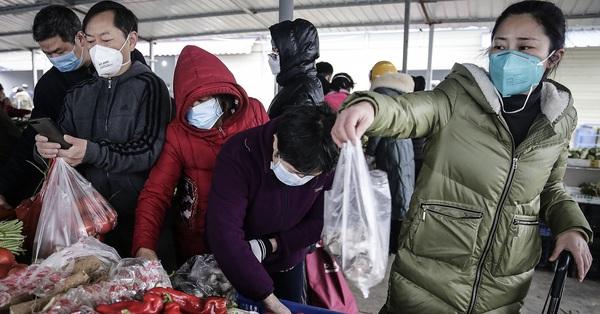 Ngại tiếp xúc đông người mùa dịch corona, bà nội trợ Việt chọn mua sắm online