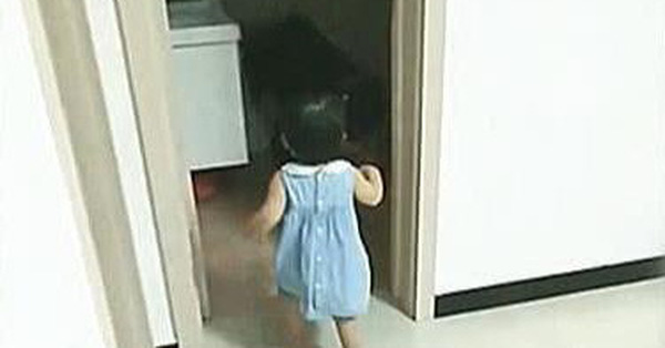 Bố say rượu nôn ói trong toilet, trong khi mẹ giận dữ thì con gái lại có hành động khiến bố hạnh phúc như được ngâm trong hũ mật
