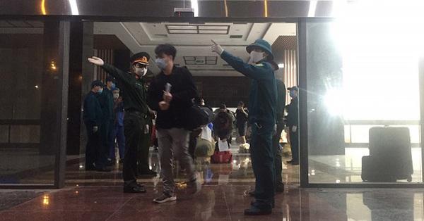 158 nhân viên y tế của Bệnh viện Bạch Mai được về nhà sau 3 lần có kết quả âm tính với Covid-19