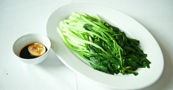 """Cách """"luộc"""" rau không cần... nồi mà vẫn giữ được lượng chất dinh dưỡng trong rau cao nhất"""