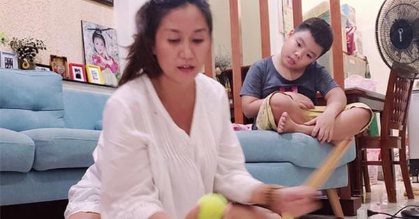 Ở nhà trốn dịch, mẹ 3 con kéo trẻ ra khỏi smartphone bằng những trò chơi