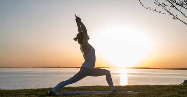 Yoga tác động thế nào đối với sức khỏe tâm lý và thể chất?