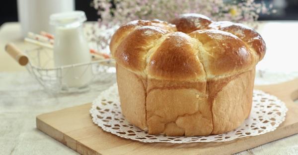 Tự làm bánh mì bơ sữa mềm mịn thơm phức hóa ra lại chẳng khó chút nào!
