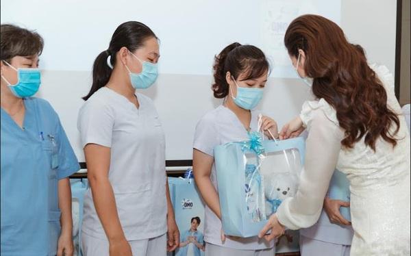 Hành trình lan tỏa yêu thương đến những người mẹ ở đầu tuyến chống dịch và những dịu nhẹ được tiếp nối