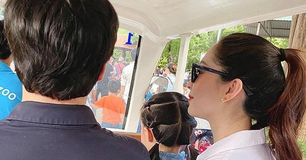 Vừa hạ sinh con thứ hai được ít ngày, vợ chồng Đặng Thu Thảo đã đích thân làm điều này cho Sophie nhân dịp 1/6