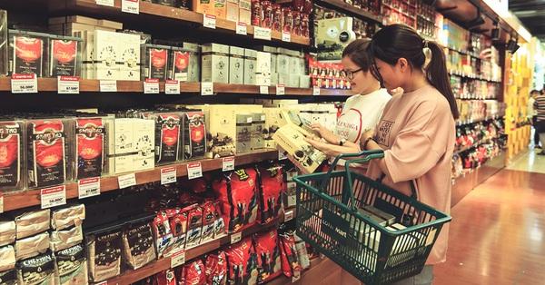 Lâu lâu ghé siêu thị mới thấy nhiều loại đồ uống Việt có những đổi mới về thiết kế bao bì đáng ngạc nhiên