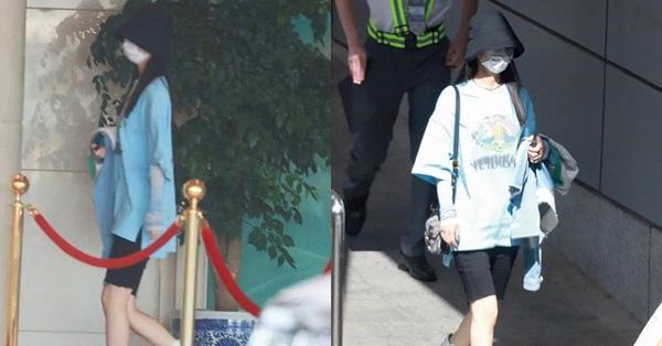 Bất chấp camera chụp lén, đôi chân của Triệu Lệ Dĩnh vẫn