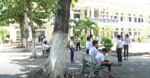Thầy giáo ở Tây Ninh bị tố dâm ô nhiều nam sinh: Bắt học sinh kéo khóa quần, xem phim