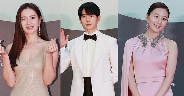 Thảm đỏ Baeksang Art Awards 2020: Bà cả Kim Hee Ae của