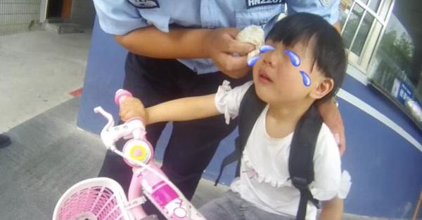 Cái kết ấm lòng của bé gái 3 tuổi bỏ trốn vì sợ tiêm, toàn bộ câu chuyện đáng yêu được ghi lại trong camera giám sát