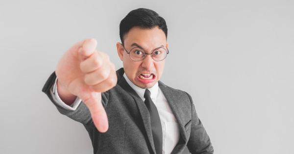 Tạp chí Forbes liệt kê 10 thói xấu khiến nhân viên trở thành