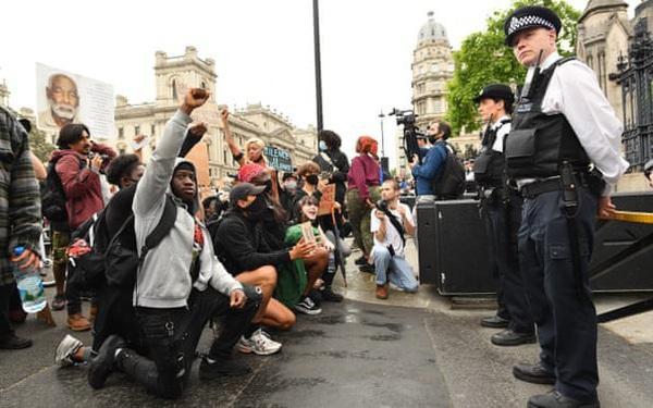 Biểu tình bạo lực ở nhiều thành phố châu Âu chống phân biệt chủng tộc