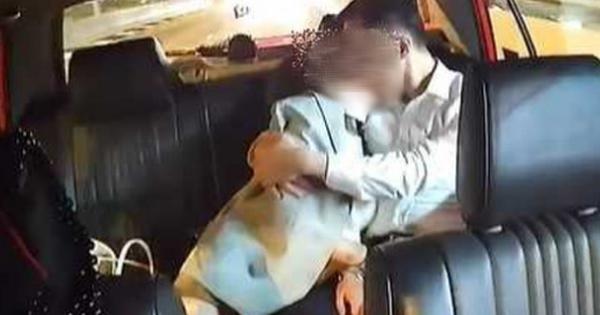 """Cặp đôi thản nhiên thể hiện màn yêu đương """"nóng mắt"""" trên taxi khiến MXH dậy sóng, thân thế của cả 2 được """"khui ra"""" đầy bất ngờ và cái kết """"đắng chát"""""""