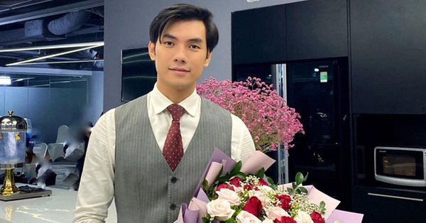 Tình yêu và tham vọng: Lộ ảnh Minh cầm hoa chuẩn bị...