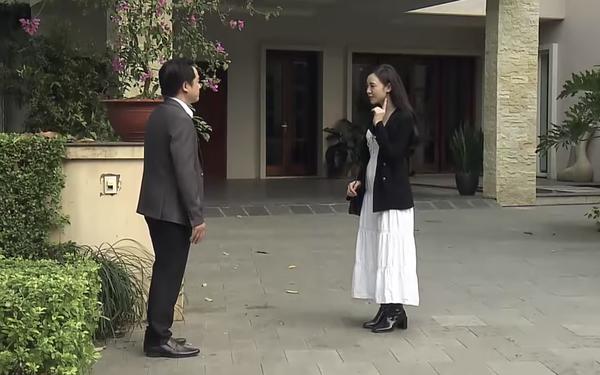 """Ngộ ghê: Quỳnh Kool trong """"Đừng Bắt Em Phải Quên"""" nhà giàu thôi rồi nhưng chỉ diện đi diện lại một đôi boots đen"""