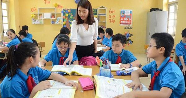 Góc thắc mắc: Tại sao Bộ GD-ĐT không thu học phí tiểu học nhưng phụ huynh vẫn phải đóng tiền học 2 buổi/ngày?
