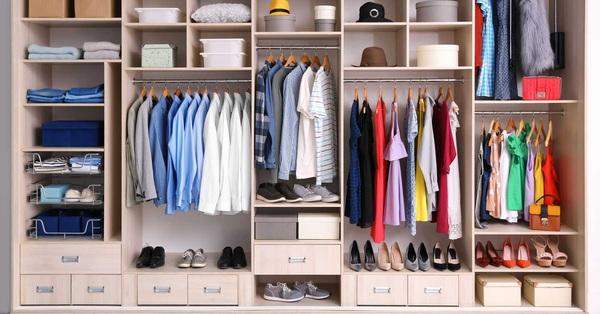Hướng dẫn cách sắp xếp tủ quần áo: Đồ nào nên treo, đồ nào nên gấp gọn