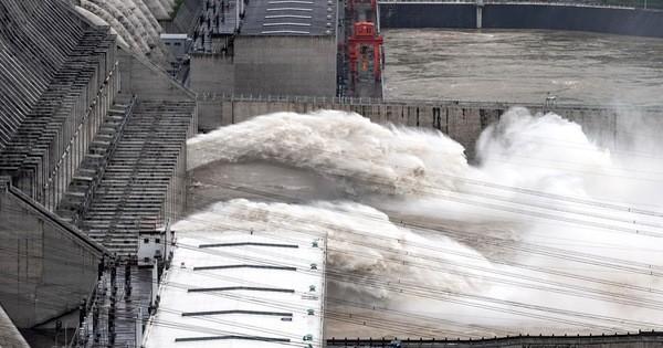 Trung Quốc nâng mức ứng phó khẩn cấp chống lũ