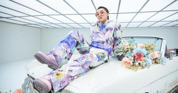 Bóc đồ Sơn Tùng trong MV mới: Diện nguyên BST Xuân-Hè của Louis Vuitton, lái xe cổ đến xe điện, tưởng đeo Apple Watch nhưng hóa ra không phải!