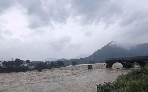 Mưa lũ Trung Quốc: Hồ Bắc báo động đỏ, huyện ở An Huy hủy thi đại học