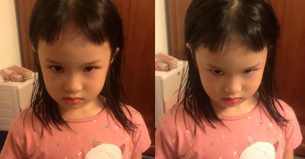 Hí hửng được mẹ cắt tóc mái, bé gái