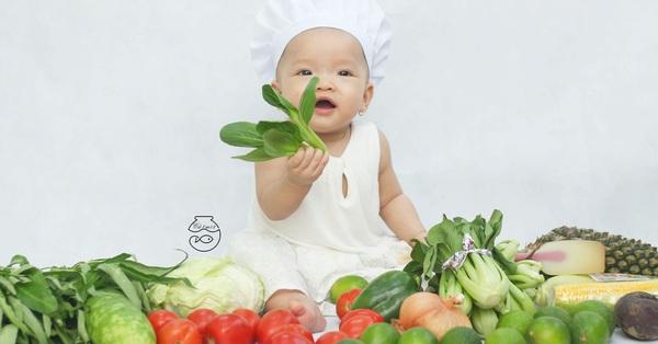 Nhờ mỗi chiếc nồi luộc gà và rau củ trong bếp, mẹ trẻ giúp con có ngay bộ ảnh