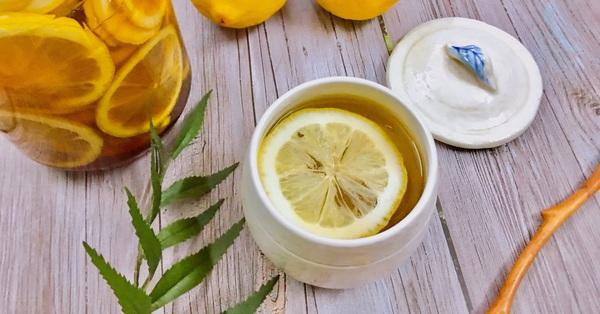 """Thời tiết giao mùa """"ẩm ương"""" lại thêm dịch bệnh, tốt nhất là phải có hũ chanh vàng ngâm mật ong để đảm bảo sức khỏe của cả nhà các mẹ ạ!"""