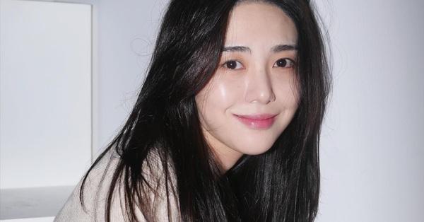 SỐC: Mina (AOA) đăng ảnh cắt cổ tay đầy máu, gửi lời đe dọa Jimin, Seolhyun và chủ tịch công ty FNC