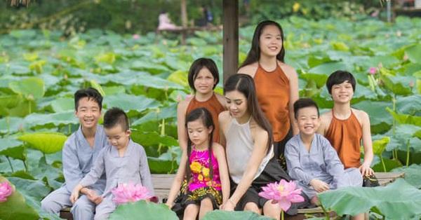 Lò Thị Sao Xa - Bà mẹ mặt đẹp, dáng xinh, ly hôn không lấy một xu từ chồng mà chỉ giành quyền nuôi 7 đứa con: Cách dạy mới đáng nể!