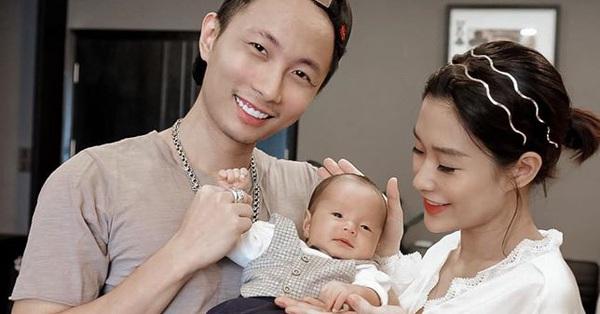 Bất ngờ với hình ảnh bố bỉm sữa của giám khảo Rap Việt Rhymastic, em bé giống bố như đúc khiến mọi người thích thú