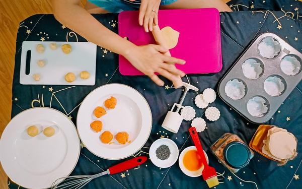 """Bật mí công thức làm bánh Trung thu trứng muối tan chảy """"homemade"""""""