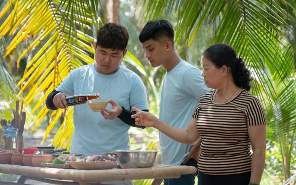 Cùng Quốc Khánh – Võ Đăng Khoa nấu đặc sản miền Tây: Cá bống kho, gà gấp củ hũ dừa, gỏi tai heo