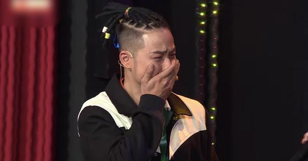 Ký ức vui vẻ: Xin lên sân khấu hát ngẫu hứng cùng đàn chị, Thanh Duy bật khóc khiến ai cũng ngỡ ngàng