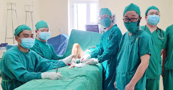 Thấy con bị đau mỏi chân lâu ngày, vào viện phát hiện bị hoại tử chỏm xương đùi