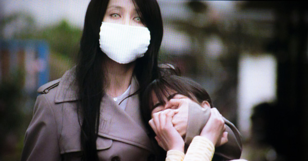 Truyền thuyết đô thị Nhật Bản: Người đàn bà đeo khẩu trang ám ảnh trẻ con với câu hỏi