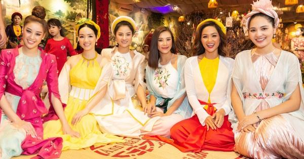 Dàn Hoa hậu đình đám tụ hội trong tiệc du xuân của Vũ Thu Phương