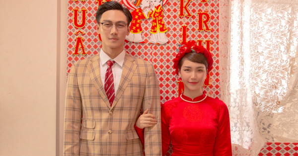 """Hòa Minzy và Mạc Trung Kiên gặp """"tiếng sét ái tình"""", tổ chức ngay đám cưới lầy lội"""