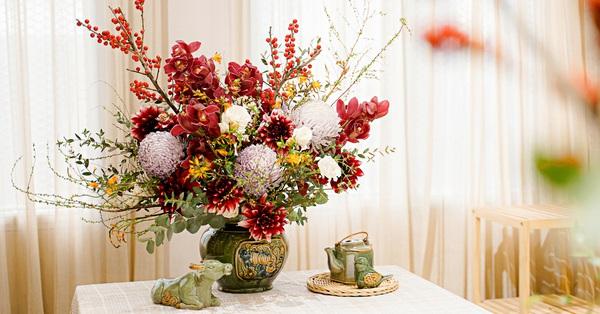Ngày Tết không thể thiếu bình hoa tổng hợp và đây là bình hoa đẹp xuất sắc các chị em nhất định phải tham khảo