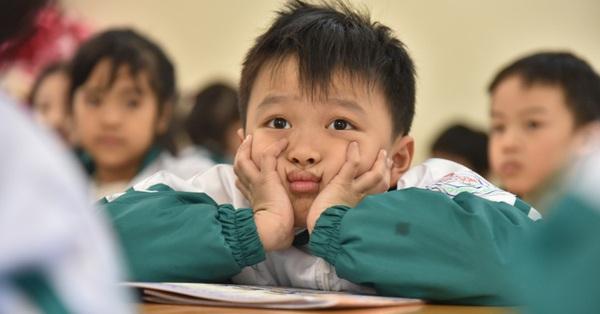 Hàng loạt trường ở Hà Nội thông báo khẩn cho học sinh, sinh viên nghỉ Tết sớm, tạm dừng hoạt động tập trung
