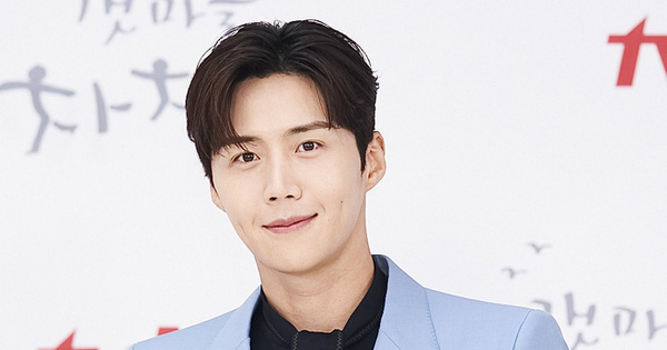 """Phía Kim Seon Ho """"Điệu Cha-Cha-Cha Làng Biển"""" lên tiếng về nghi vấn ép bạn gái phá thai, loạt báo chỉ đích danh nam diễn viên có hành động bất ngờ"""