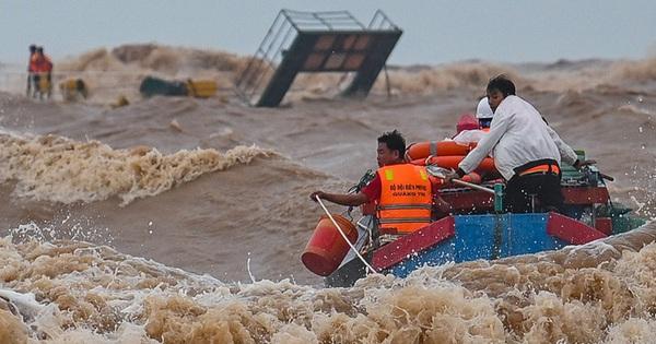 BÃO SỐ 7 đang rất gần các tỉnh ven biển Bắc Bộ – Bắc Trung Bộ, diễn biến khó lường