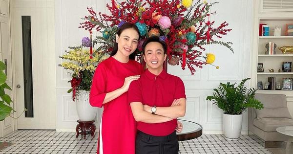 Giống gia đình Hồ Ngọc Hà, Đàm Thu Trang - Cường Đô la cùng diện đồ đỏ rực rỡ để chào đón năm Tân Sửu