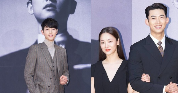 Song Joong Ki đẹp trai ngời ngời ở họp báo nhưng bị nữ chính lơ đẹp, đứng đơ như tượng