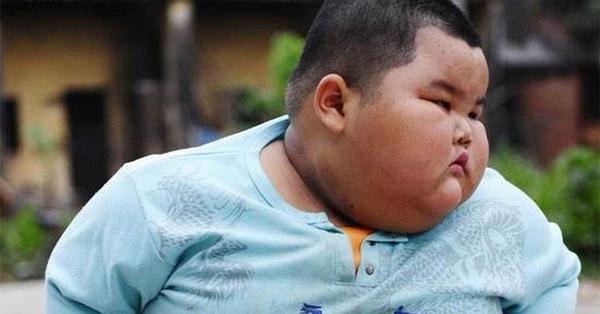 Bé trai 5 tuổi đã nặng 60kg, bị gan nhiễm mỡ nặng, sau khi thăm khám bác sĩ ngán ngẩm vì cách cho ăn của cha mẹ