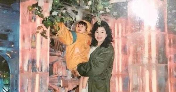 Nữ diễn viên nổi tiếng bị bố vứt vào sọt rác khi còn đỏ hỏn, mẹ nhặt lại một mình nuôi dạy, cái kết 30 năm sau quá đỗi bất ngờ