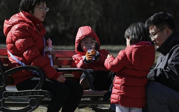Tỷ lệ sinh giảm mạnh, Trung Quốc khuyến khích người dân sinh con