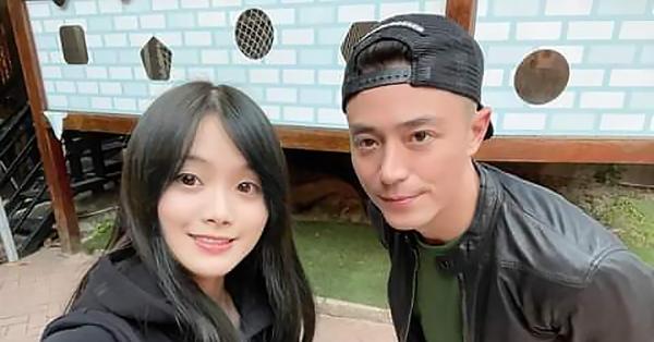 Vợ chồng Lâm Tâm Như xuất hiện trong ngày đặc biệt của con gái, nhưng cô gái xinh đẹp đứng cạnh Hoắc Kiến Hoa mới gây chú ý