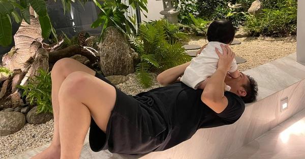 """Đàm Thu Trang tiết lộ khoảnh khắc """"cực độc"""" của Cường Đô la nhưng biểu cảm của cô con gái cưng mới gây chú ý"""