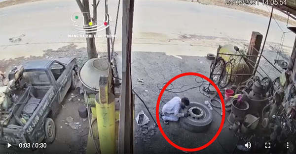 Clip: Kinh hoàng khoảnh khắc chiếc lốp xe bất ngờ phát nổ khi đang vá khiến chủ garage tử vong thương tâm