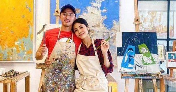 Ông xã Tăng Thanh Hà đăng ảnh hai vợ chồng lấm lem màu vẽ nhưng được ngưỡng mộ vì cử chỉ tình cảm